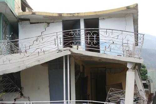 Haiti s isme les ruines canap vert liliane pierre for Canape vert haiti