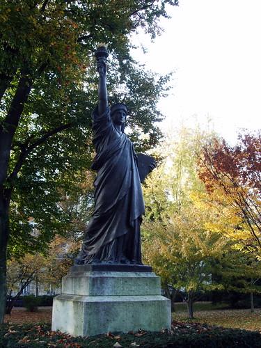 Statue of liberty jardin du luxembourg paris see - Jardin du luxembourg statue of liberty ...