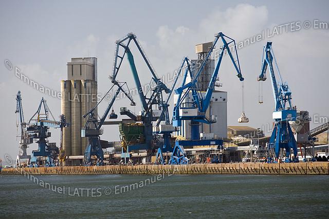 Grues du port de commerce de kergroise lorient 56100 m for Chambre de commerce lorient