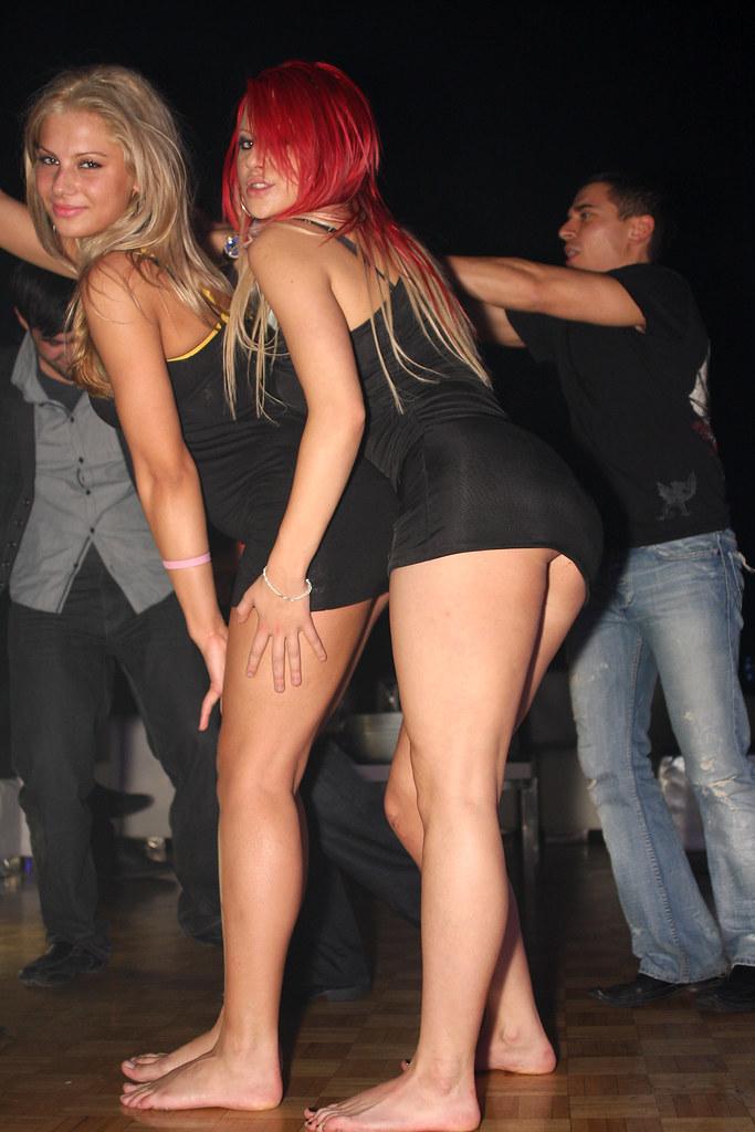 Sexy white girl dances to lil wayne - 2 6