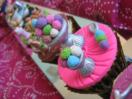Cuisine confections food themed cupcakes one of a range for Confection cuisine