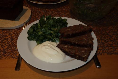 Linsenbraten mit Joghurtsoße und Feldsalat