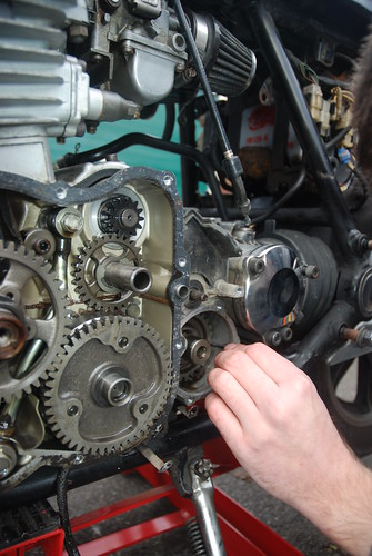 Remove shims and circlip in front of 2nd gear | by Lucky Larry