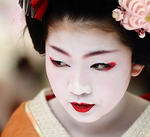 face / portrait / people / girl / red lips / make up : maiko (geisha apprentice) kyoto, japan / canon 7d | by momoyama