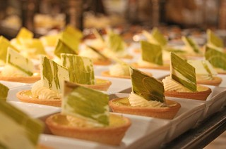 Bellagio Buffet Key Lime Tarts | by 8 Eyes Photography