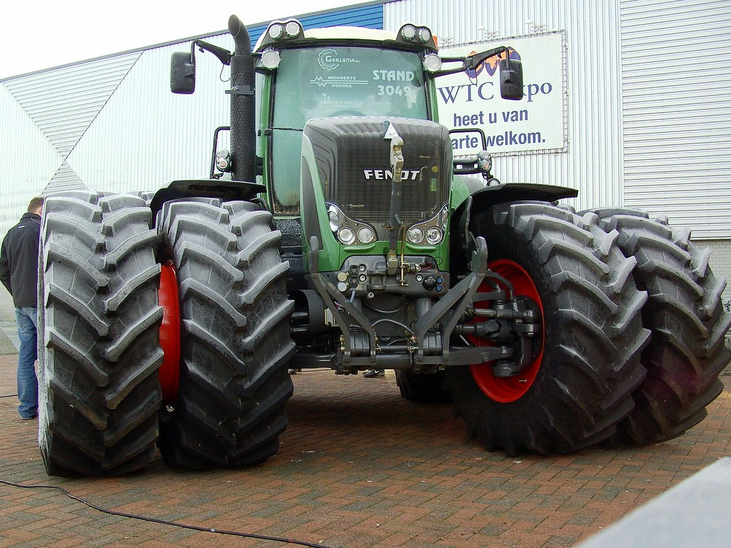 Large Tractor Wheels : Huge fendt tractor big wheels keep a turning david