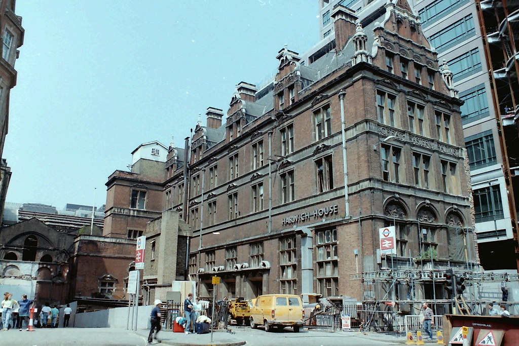 Harwich House Liverpool St station | 14 May 1988 | Tim ...