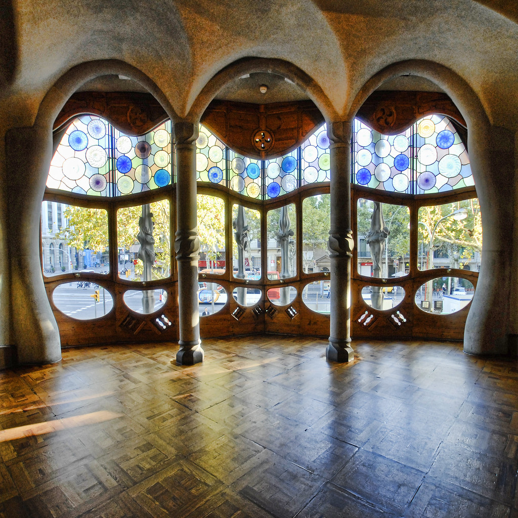 Spain barcelona casa batllo interior sq v2 to for Casa interior