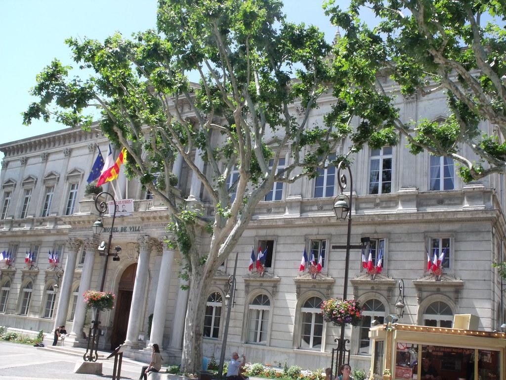 Avignon place de l 39 horloge hotel de ville the next for Hotel avignon piscine