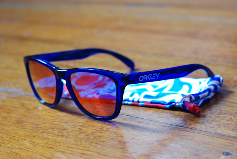 Oakley Frogskins Crystal Blue with Ruby Iridium | check ...