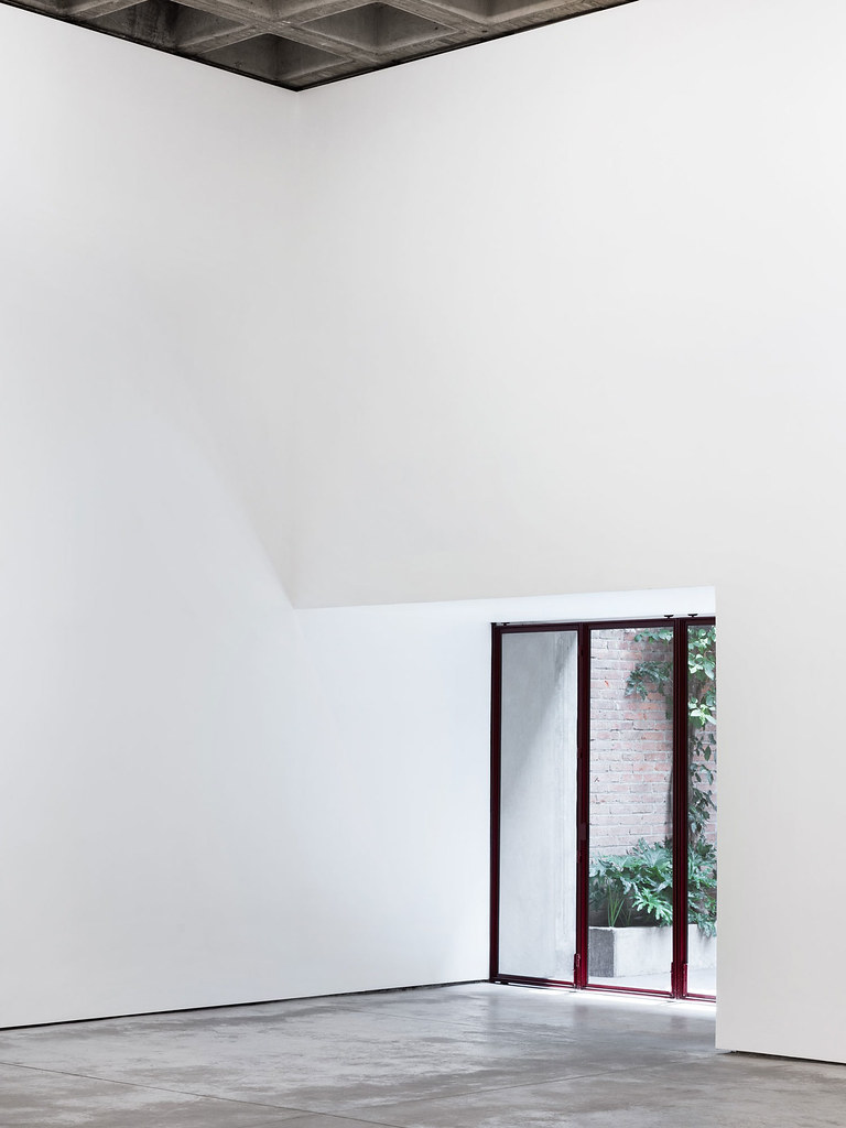 Villa renovation for Galería OMR by Mateo Riestra, José Arnaud-Bello and Max von Werz Sundeno_12