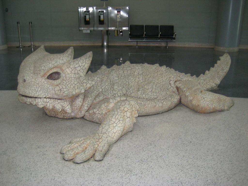 Lizard statue, McCarran Airport, Las Vegas   When ...