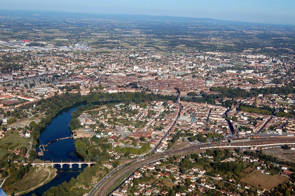 Vue a rienne de la ville de montauban montauban tarn for Piscine de montauban
