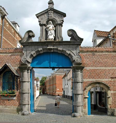 Begijnhof Lier | Het 13de-eeuwse begijnhof in Lier is een au… | Flickr