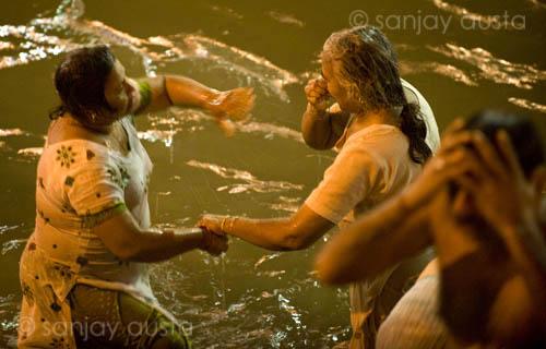 Washing and bathing during the kumbh mela haridwar india for Bathing images
