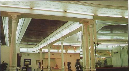 Interior del antiguo caf espa ol reconvertido en oficinas for Caja rural de navarra oficinas vitoria