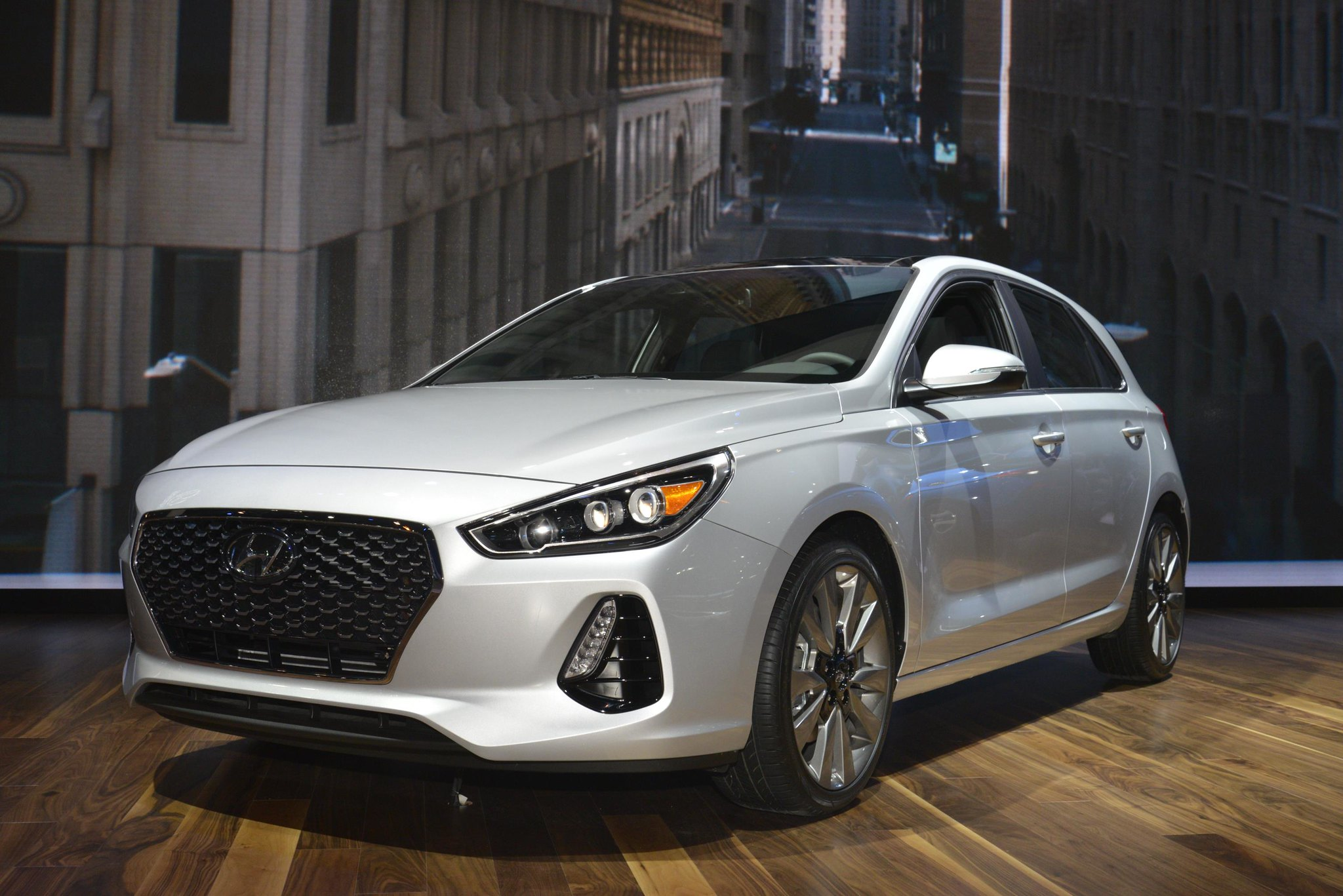 2018 Hyundai Elantra GT live photos: 2017 Chicago Auto Show