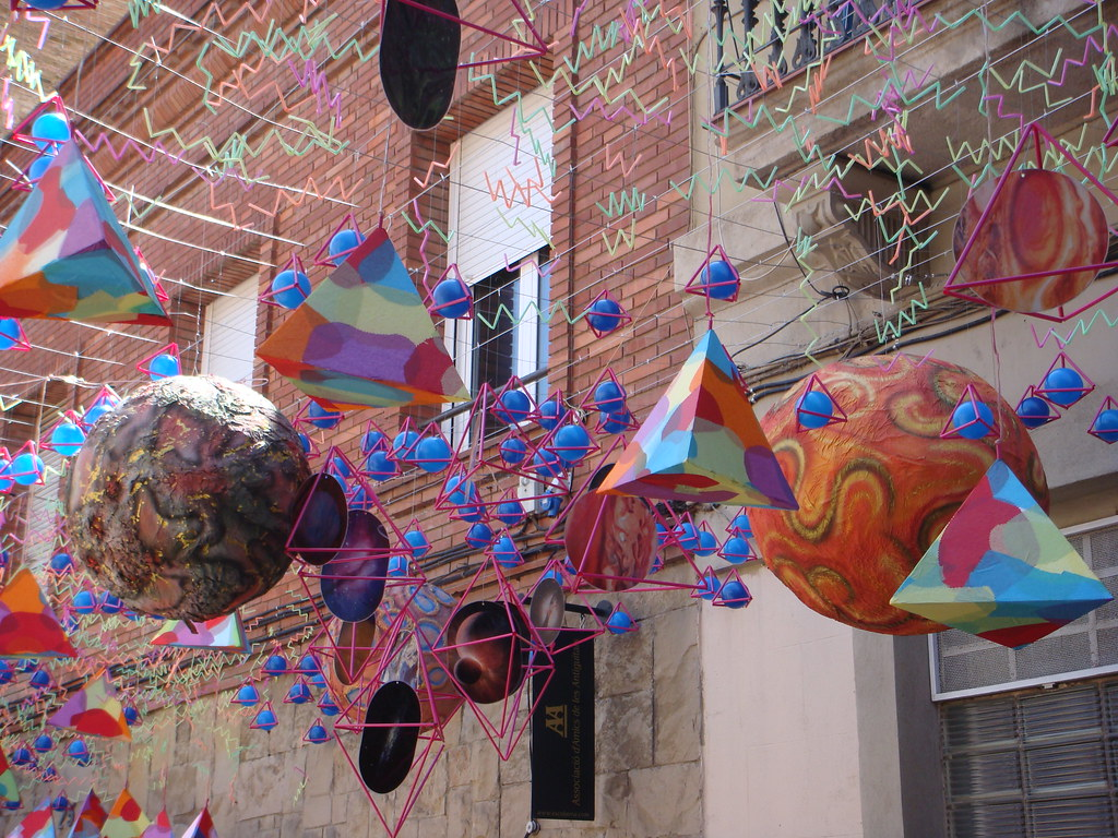 Gracia's Summer Festival Street Decorations | The Fiesta ...