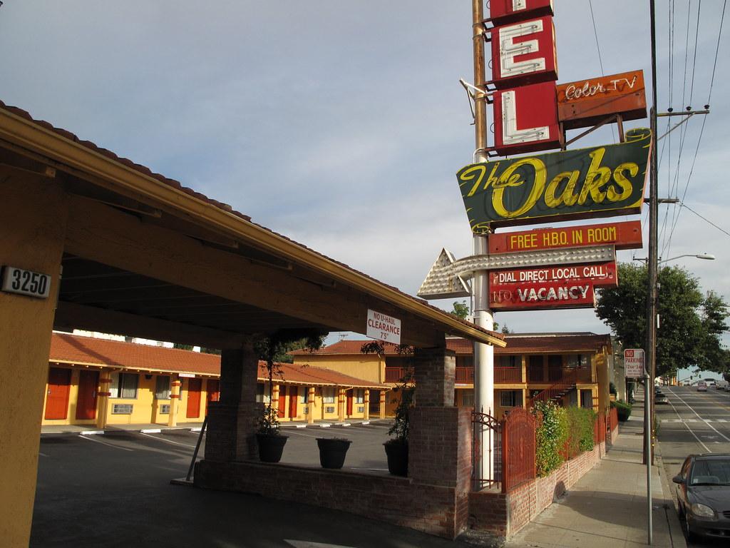 Motel  Oakland Blvd