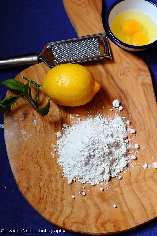 Ricetta delle chiacchiere al forno all'aroma di limone