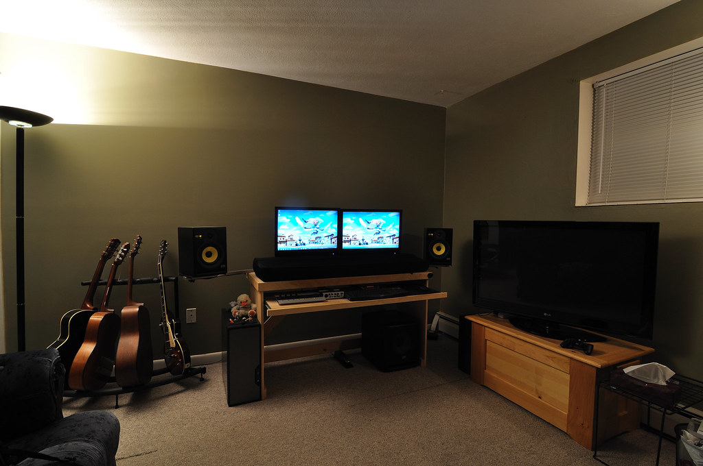 Man corner living in a 1 bedroom apartment with my for Studio apartment setup