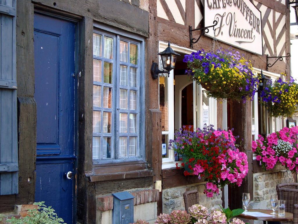un endroit de r ve a dreamy place le caf du coiffeur flickr. Black Bedroom Furniture Sets. Home Design Ideas