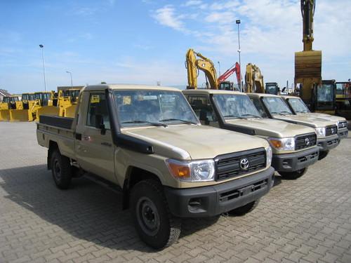 Cars Toyota Land Cruiser Hzj79 00021217 3 Erik Bakermans