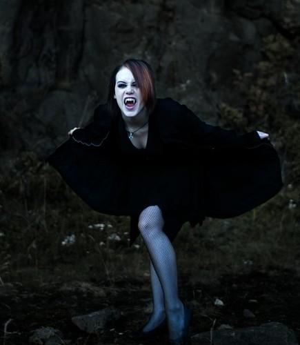 Polidoris Vampyre and Dracula by Bram Stoker - Essay Example