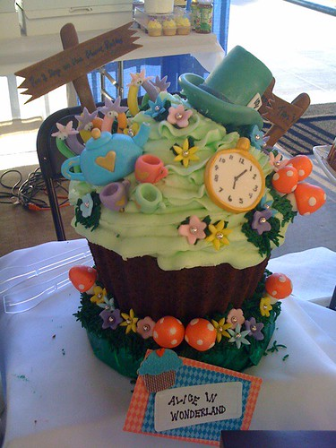 Alice In Wonderland Giant Cupcake Posted By Twitter Com