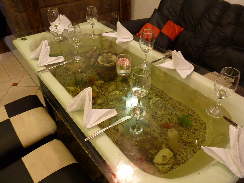 Fish in a Bathtub Table at Fredy\'s Grill | Tee La Rosa | Flickr