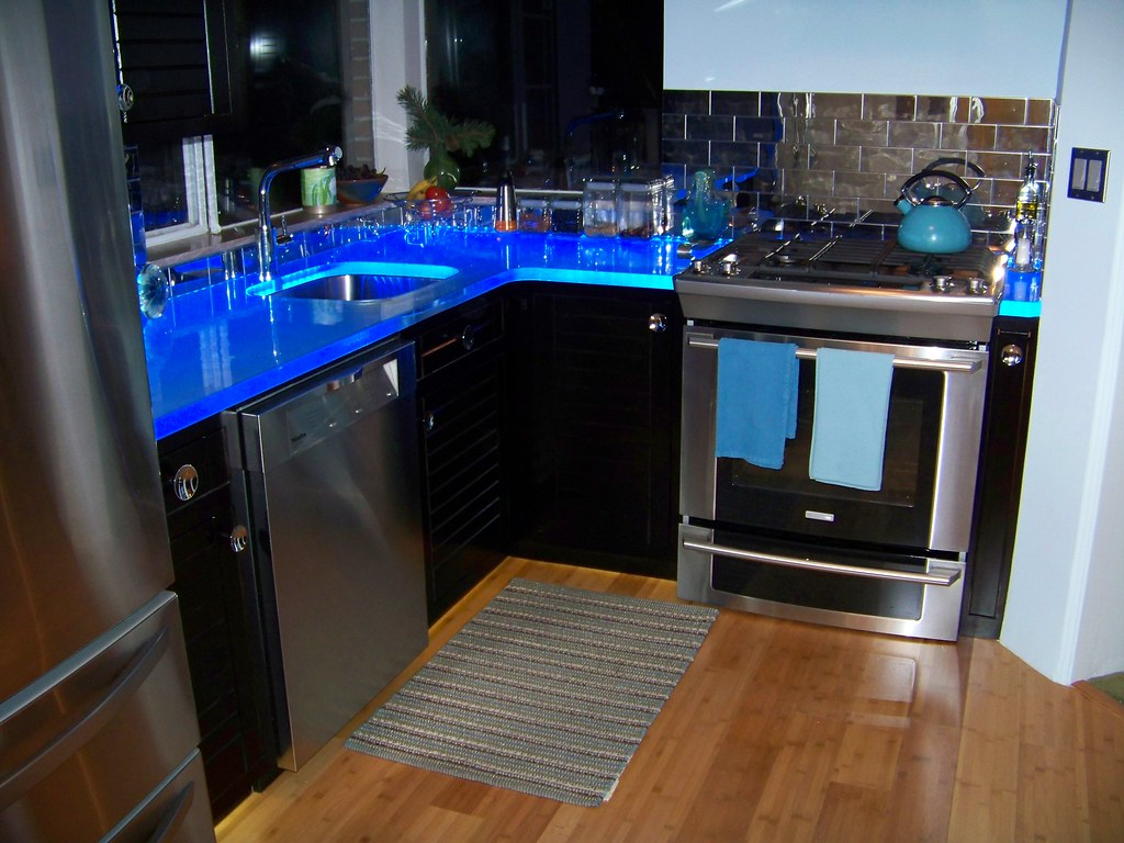 Thinkglass led illuminated glass countertop thinkglass for Glass kitchen countertops