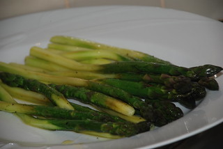 Stir fresh asparagus with lemon sauce | by tuvancong2003