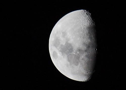 2010-04-23 18-34-41 Moon waxing gibbous Southern Hemispher ...