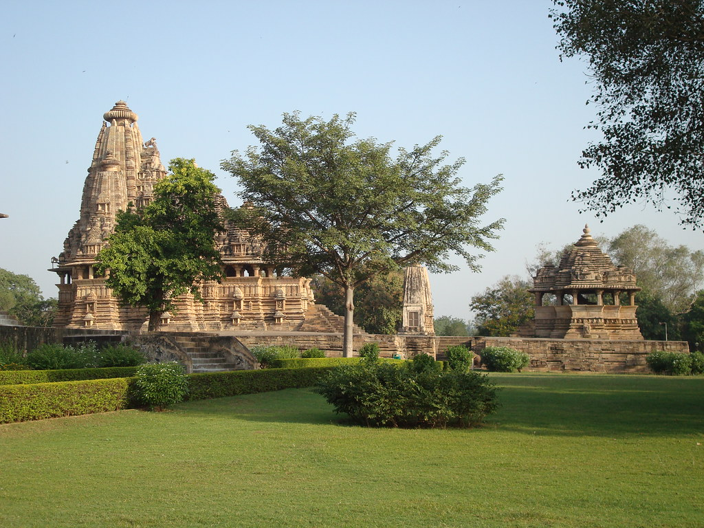 vishvanatha middle distant view from south title