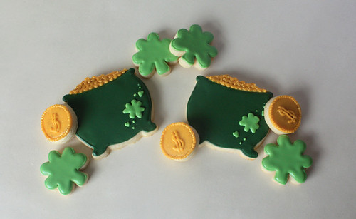 St. Patricks Day Pot of Gold & Shamrock Cookies | by Bee'sKneesCreative