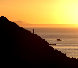 Sunrise on Polperro lighthouse | by lor'slumix