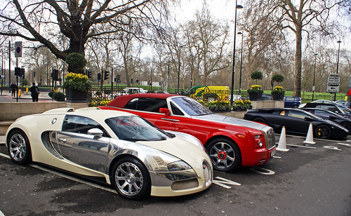 Amazing Combo In Front Of The Dorchester Hotel In London