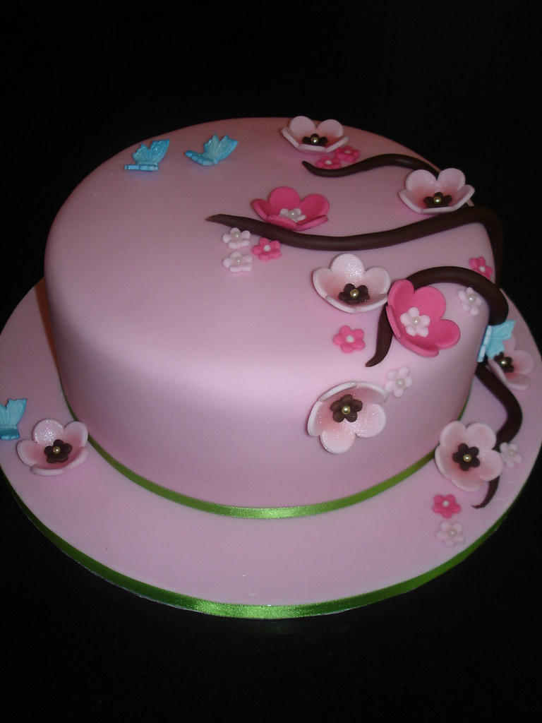 Girly Birthday Cake Images : Girly Cake A girly cake for a 30th Birthday. The fuschia ...
