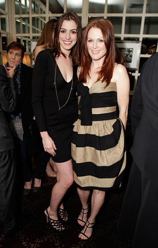 Anne Hathaway In A Low Cut Black Dress And Julianne Moore Flickr