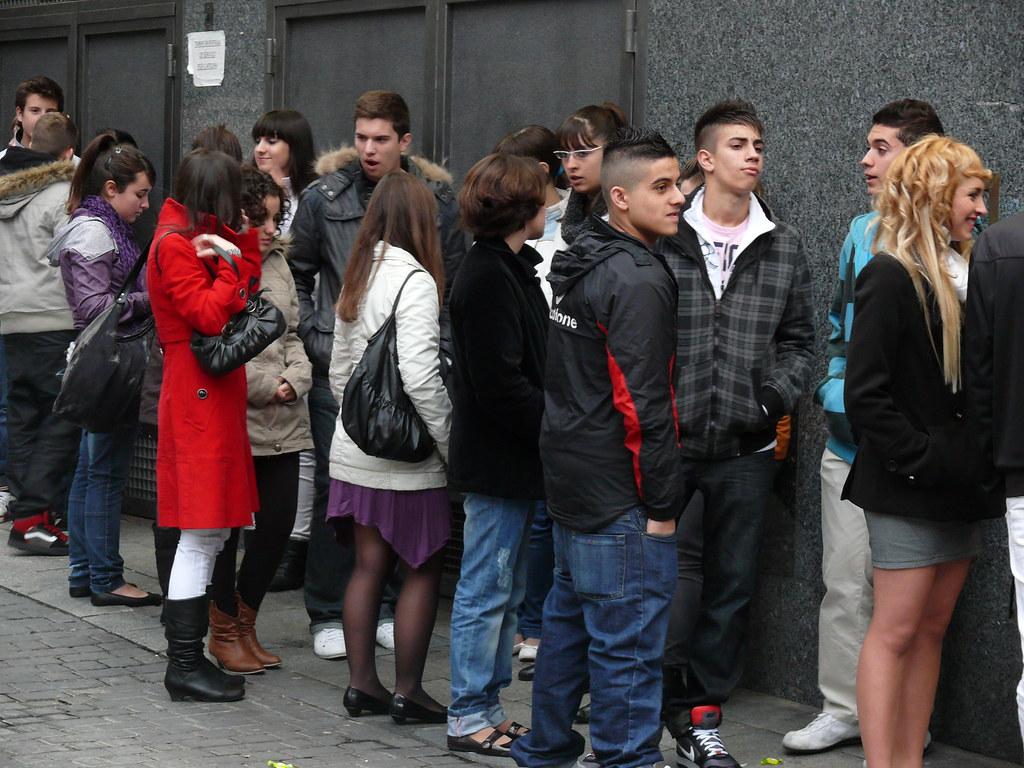 Teenagers In Spain Pibes En Espa 241 A Adolescentes Na Esp