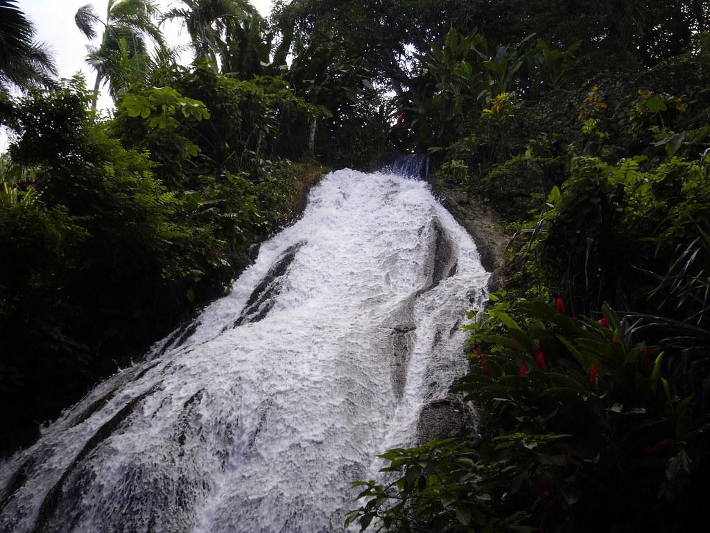 prachtige waterval in de enchanted gardens samsung