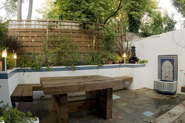 The moroccan courtyard garden by earth designs for Garden courtyard designs