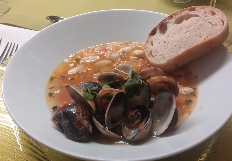 Bohnensuppe mit Venusmuscheln (Zuppa di fagioli e vongole)