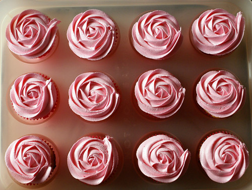Pink Rosette Topped Vanilla Cupcakes Coco Cake Land Flickr