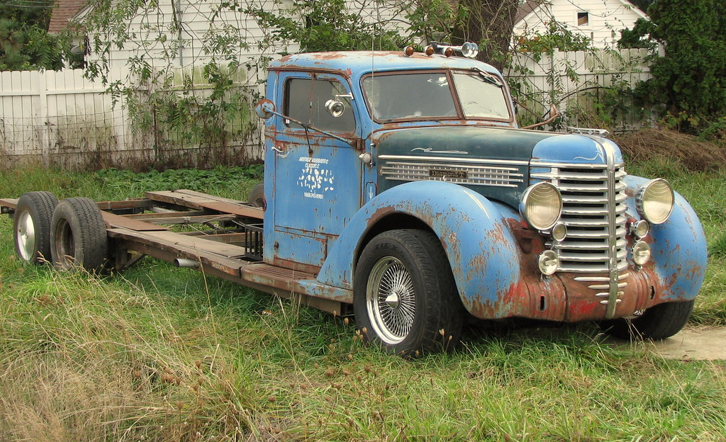 Blue 1940 S Diamond T Truck Near Hubbard Oregon