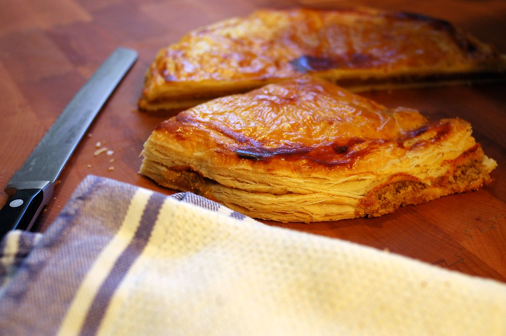 Galette des rois french king cake this time with home for Galette des rois decoration