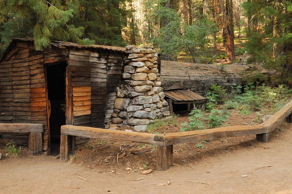 Tharp 39 s log tharp 39 s log is a hollowed giant sequoia log for Log cabin sequoia national park