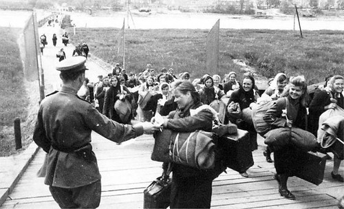 DMP-DD218 RETURNING HOME | Soviet soldiers and people return ... Wwii Soldiers Returning Home
