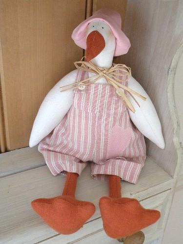 Tilda oca rosa pink tilda goose design tilda handmade by - Manualidades de tela para el hogar ...