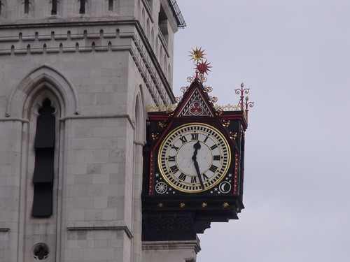 Clock on the Royal Courts of Justice | by ell brown